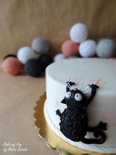mraau - Cake by Marta Behnke - cat claws, hanging on, birthday cake You are in the right place about birthday cake Here we offer you the most beautiful pictures about the birthday cake baby you ar Pretty Cakes, Cute Cakes, Beautiful Cakes, Amazing Cakes, Crazy Cakes, Fancy Cakes, Pink Cakes, Fondant Cakes, Cupcake Cakes