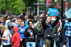 Thousands rally for Bernie Sanders at Rutgers