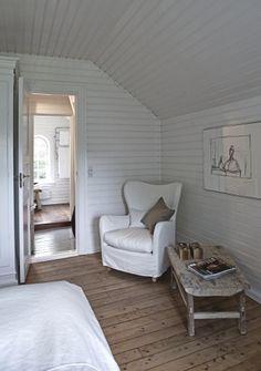Painted horizontal paneling in a Norwegian summerhouse in Denmark #guestcabin