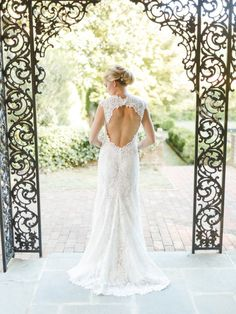 Tendance Robe du mariage 2017/2018  Find your perfect classic-style wedding dress: www.stylemepretty