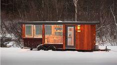 Qui n'a jamais rêvé de disposer d'une petite maison mobile ? Un petit coin aussi personnel que confortable qui nous accompagnerait dans nos voyages, qu'il vente ou qu'il neige. Ces jolies cabines à roulettes aménagées vous permettent d'aller partout sans quitter ...