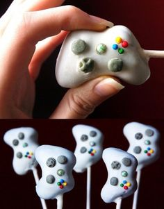 xbox cake pops--great idea, but i can't imagine how difficult it would be for me to make these. i can barely make normal ones.