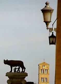 Monumento del emblema de la ciudad de Roma, Italia