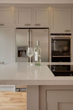 Pared down country style meets modern with a stylishly hand made kitchen complete with the latest kitchen gadgets....