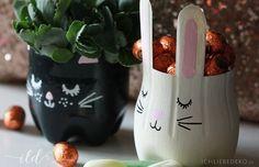 Selbstgemachte Osterdeko ist die schönste Deko zu Ostern. Hier zeige ich, wie man aus PET-Pfandflaschen etwas ganz Originelles basteln kann.