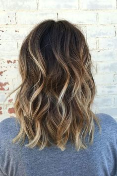 Balayage Ideas for Short Hair - How To : Balayage Short Curly Hair - Tips, Tricks, And Ideas for Balayage Hairstyles You Can Do At Home And For Short And Very Short Hair. DIY Balayage Hair Styles That Cost Way Less. Try The Pixie Balayage Hairdo For Blond Brown Blonde Hair, Balayage Hair Blonde, Dark Brown Short Hair, Dark Brown Balayage Medium, Short Brown Hair With Blonde Highlights, Highlights For Brunettes, Lob Highlights, Medium Balayage Hair, Balayage Hair Brunette With Blonde