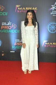 Pro Kabaddi League 2016: Alia, Katrina, Saif Attend; Priyanka and Others Congratulate U Mumba