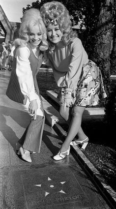 倫☜♥☞倫   Barbara Mandrel & Dolly Parton - 1960's    *.♡♥♡♥Love★it