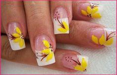 Diseños de uñas con flores, diseño de uñas flores grandes.   #uñas #instanails #uñasbonitas