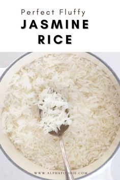 How to cook jasmine rice on the stovetop perfectly every time (no rice cooker required!). For fluffy and light, perfect jasmine rice time and time again, using a simple stovetop method! Autumn Winter Recipes, Winter Food, Rice Side Dishes, Main Dishes, How To Cook Rice, Food To Make, Perfect Jasmine Rice, Cooking Jasmine Rice, Keto Broccoli Cheese Soup
