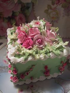 SHABBY COTTAGE ROSE CAKE CHARMING!!
