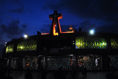 Basílica de Guadalupe de noche