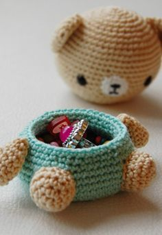 crochet idea for bear box ♥ ༺✿ƬⱤღ http://www.pinterest.com/teretegui/✿༻
