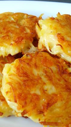 These crispy cheesy hash browns are absolutely delicious, and so simple to make - they'll be on your plate for breakfast in no time. Recipes Crispy Cheesy Hash Browns - The Land Before Thyme Cheesy Hashbrowns, Cheesy Hashbrown Potatoes, Cheese Potatoes, Vegetarian Recipes, Cooking Recipes, Simple Food Recipes, Cooking Tips, Healthy Recipes, Healthy Meals