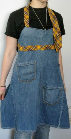 Recycled Denim Jeans AND Men's tie = Interesting apron. Might play with this… Diy Jeans, Reuse Jeans, Jean Crafts, Denim Crafts, Sewing Aprons, Sewing Clothes, Jean Apron, Denim Ideas, Recycled Denim