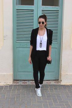 Look: Blazer e All Star Blazer Outfits Casual, Business Casual Outfits, Trendy Outfits, Cool Outfits, Fashion Pants, Fashion Outfits, Friday Outfit, Look Blazer, Mode Jeans