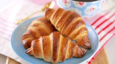Homemade Chocolate Croissants - Gemma's Bigger Bolder Baking Loose, buttery. Chocolate Croissant Recipe, Chocolate Croissants, Homemade Croissants, Baking Recipes, Cake Recipes, Bread Recipes, Dessert Recipes, Fun Recipes, Easy Desserts