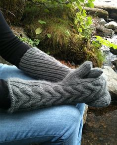 Love these gloves. I own a cream pair! BEAUTIFUL and SO WARM!!!