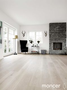 oak flooring Enough space for Admonter oak superbianco basic floors. It gives this living space, with minimalist design, that certain something and creates a cozy and pleasant atmosphere White Wooden Floor, Light Wooden Floor, Light Hardwood Floors, White Oak Floors, Wooden Floors Living Room, Living Room Designs, Living Spaces, Hardwood Floor Colors, New Homes