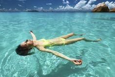 Descubre los beneficios del agua del mar para tu piel.