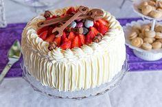 Kesän mansikka-valkosuklaakakku Tiramisu, Baking, Ethnic Recipes, Desserts, Food, Tortilla Pie, Pastries, Tailgate Desserts, Deserts
