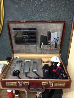 Custom Barber case made by Dave Van Ross