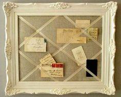 Le cadre photo peut être transformé en joli pêle-mêle en ajoutant un peu de tissu pour le fond et enlevant la vitre qui sera remplacé par de jolis rubans