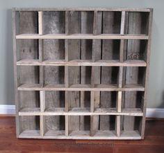 Pallet wood Cubby organizer shelves diy - Organizer Shelves - Ideas of Organizer Shelves Diy Organizer, Diy Organization, Diy Videos, Wood Pallets, Pallet Wood, Barn Wood, Weather Wood Diy, Diy Wood Stain, Crate Shelves