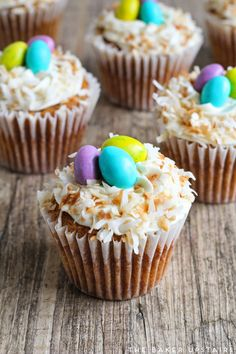 Easter carrot cupcakes - these cupcakes are decadent, delicious, and adorable too! Carrot Cake Cupcakes, Easter Cupcakes, Cupcake Cakes, Mocha Cupcakes, Strawberry Cupcakes, Velvet Cupcakes, Flower Cupcakes, Christmas Cupcakes, Vanilla Cupcakes