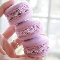 """9,314 Likes, 180 Comments - LadyBerryCupcakeSchool (@ladyberrycupcakes) on Instagram: """"I love these delicate pipped flower Macarons! By @ayseyamanbutikpasta . #lavender #purple #violet…"""""""