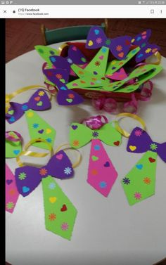 Karneval day crafts for kids Karneval - Herz Clown Crafts, Circus Crafts, Carnival Crafts, Carnival Decorations, Apple Decorations, Carnival Themes, Carnival Tent, Circus Birthday, Circus Theme