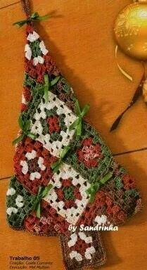 Crochet Granny Square Patterns Another Granny Square Christmas tree - the pattern is in Russian but you can tell by the photo how many rows and squares are needed to make without a pattern. Crochet Christmas Decorations, Crochet Christmas Ornaments, Crochet Decoration, Christmas Crochet Patterns, Holiday Crochet, Christmas Knitting, Crochet Tree, Crochet Santa, Crochet Crafts