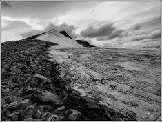 For drøye 70 år siden var Glittertind Norges høyeste fjell. I dag måles toppen til 2464 moh og det faste fjellet til 2452 moh og er Norges 2. høyeste fjell. Mountains, Nature, Travel, Naturaleza, Viajes, Destinations, Traveling, Trips, Nature Illustration