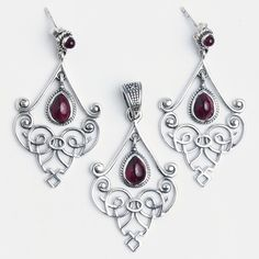 Set cercei și pandantiv candelabru Karimnagar, argint și granată, India  #metaphora #jewellery #jewelryset #silver #earrings #granate #india