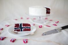 How to make a Norwegian flag cake (short version) Norwegian Flag, Norwegian Vikings, Norwegian Style, Sons Of Norway, Birthday Cupcakes, 80th Birthday, Birthday Ideas, Danish Flag, Inside Cake