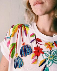 Rad People: Tessa Perlow Artist Tessa Perlow likes to embroider sticky flowers with a striking and exciting placement. Embroidery On Clothes, Shirt Embroidery, Embroidered Clothes, Embroidery Fashion, Cross Stitch Embroidery, Embroidery Patterns, Diy Fashion, Ideias Fashion, Diy Vetement