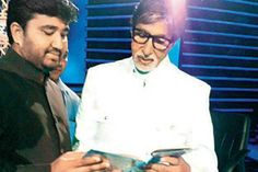 Haji Arfat Shaikh gifting the Quran Sharif to Amitabh Bachchan
