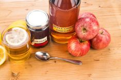 Apple Cider Vinegar Remedies, Apple Cider Vinegar Benefits, Apple Vinegar, Vinegar For Acne, Vinegar And Honey, Vinegar Weight Loss, Tips And Tricks, Lose Weight Naturally, Detox Drinks