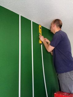 diy football field wall with green paper and tape – sports theme decor Boys Football Bedroom, Football Room Decor, Football Rooms, Football Field, Football Wall, Football Banquet, Football Football, Football Season, Bedroom Decor