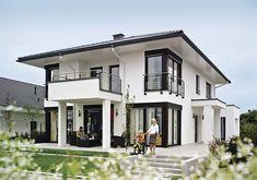 Musterhaus Fertighaus Musterhaus Munique de WeberHaus GmbH & Co. Dream House Exterior, Exterior House Colors, Exterior Design, Modern Architecture House, Residential Architecture, Architecture Design, Minimalist House Design, Modern House Design, Prefabricated Houses
