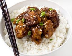 Slow Cooker General Tso's Chicken. Slow Cooker General Tso's Chicken Recipes Super Easy Slow Cooker General Tso's Chicken. Way better (and healthier) than takeout! Poulet General Tao, Slow Cooker Recipes, Cooking Recipes, Asian Recipes, Healthy Recipes, Free Recipes, Easy Recipes, Skinny Recipes, Copycat Recipes