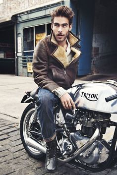 The ultimate Brit Cafe Racer... Triumph Engine and a Norton Frame... made the best racer!