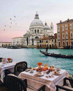 """12.1k Likes, 111 Comments - TOWN&COUNTRY (@townandcountrymag) on Instagram: """"Dreamy breakfast in Venice #regram : @alexpreview #venice #italy"""""""