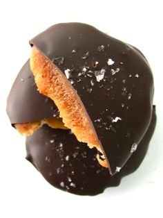 Visit Theweeklysweetexperiment Com Organic Chocolate, Raw Chocolate, Chocolate Lovers, Chocolate Turtles, Handmade Chocolates, Pecan, Food Porn, Pudding, Favorite Recipes