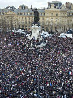 Plus de trois millions de personnes ont arpenté les rues à travers la France dimanche en soutien aux victimes des attentats de la semaine passée. L......