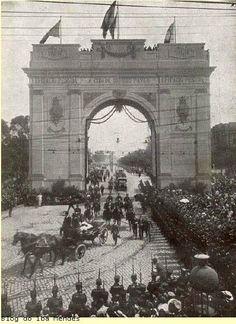 """""""Arco do Triunfo"""", construído no Largo da Luz, destinado a comemorar a chegada do Presidente da República, Epitácio Pessoa, à São Paulo - 1921"""
