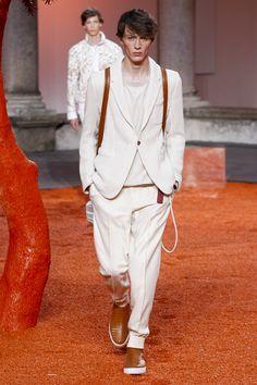 【モードをリアルに着る!オムVol.6/小林直子】季節感が感じられるスタイルというものは、いつの時代でもおしゃれに見えるものです。例えばダークカラーのウールの重いコートから軽快なブルゾンへとかえると…