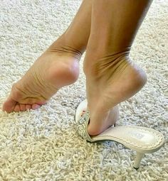 Beautiful Toes, Beautiful High Heels, Lovely Legs, Pretty Toes, Foot Pics, Foot Pictures, Feet Soles, Women's Feet, Yellow Toe Nails