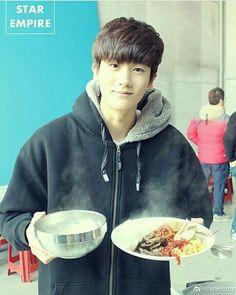 Park Hyung Sik... lunch ke.. hemmm