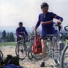 Велосипедисты Gym Equipment, Bicycle, Sports, Bicycle Kick, Hs Sports, Sport, Bicycles, Bike, Bmx